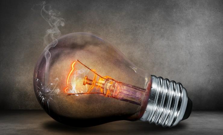 Dowiedz się, jak oszczędzać energię w firmie