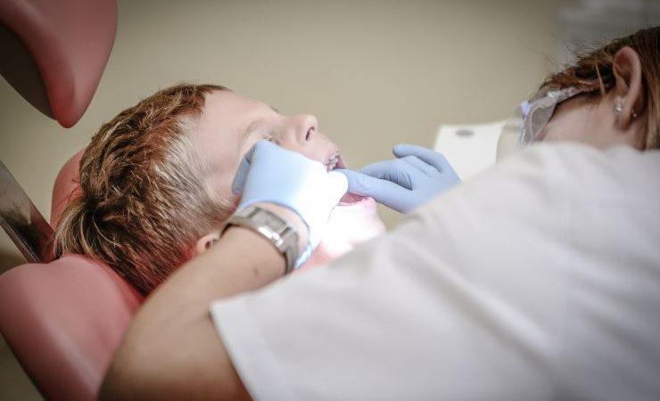 Gabinety stomatologiczne wracają do szkół podstawowych