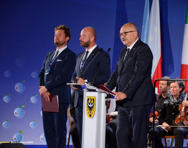 Forum Ekonomiczne w Karpaczu 2021 - rozdanie nagród,  na zdj. i Cezary Przybylski, Marszałek Województwa Dolnośląskiego, Prezydent Wrocławia Jacek Sutryk