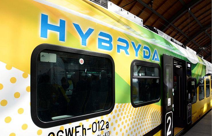 koleje dolnośląskie pociąg hybrydowy oklejenie